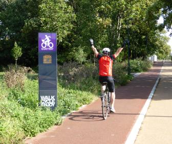 HI-TRAC Cycle Active Display - Outdoor Information Display Example 2